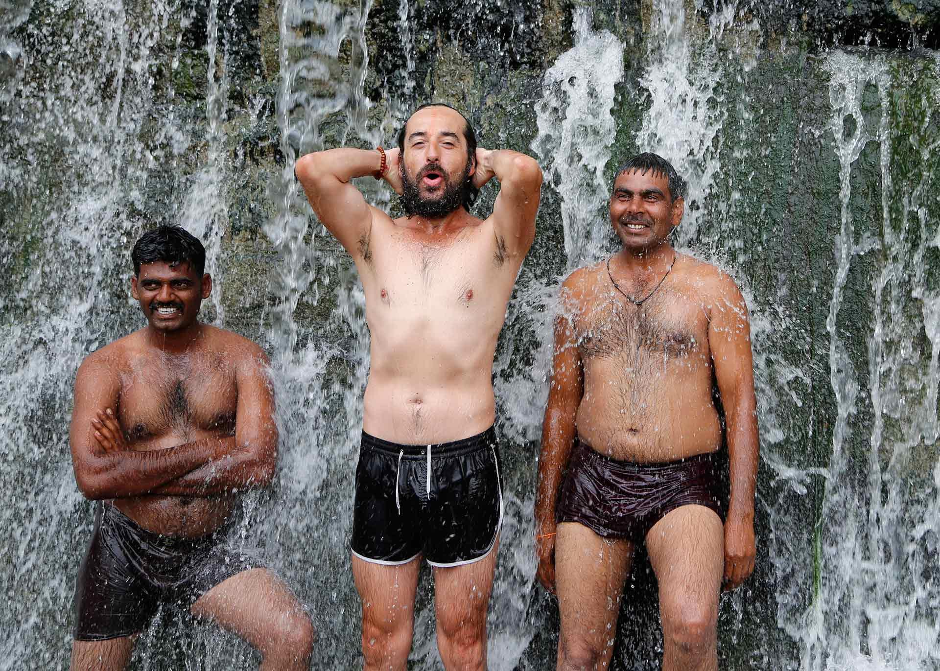 baño-sagrado-india